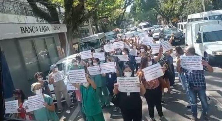 Sindicato faz ato no Hospital da Unifesp por retorno do atendimento a servidores