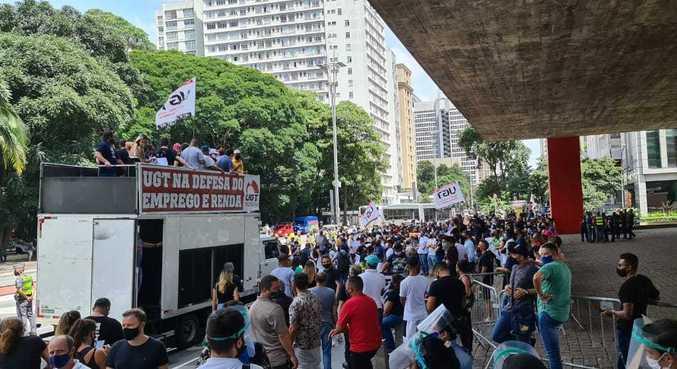 Manifestantes protestam contra restrições do Plano SP no Masp