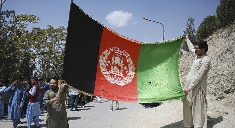 Afegãos organizaram protestos contra o Talibã no dia da independência do Afeganistão