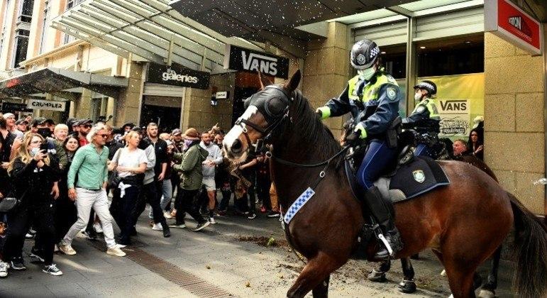 Protestos nas ruas de Sydney, na Austrália, contra o lockdown da cidade