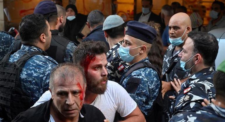 Protesto contou com familiares de vítimas da explosão que aconteceu em agosto de 2020 em Beirute