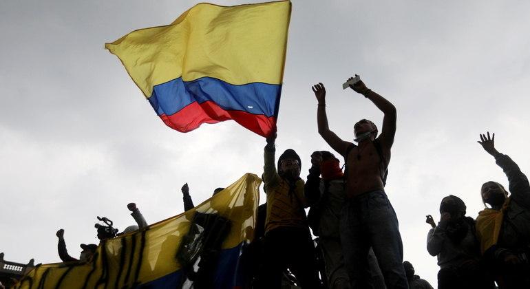 Colômbia bate recorde de mortes por covid-19 em 24 horas em meio a protestos contra o governo