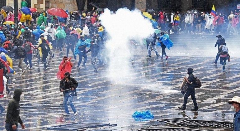 Repressão policial e militar contra as manifestações já deixou  24 mortos