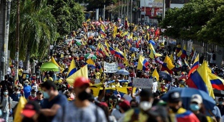 Os assassinatos de líderes fazem parte das pautas dos enormes protestos na Colômbia