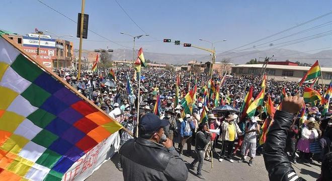 Manifestantes bloqueiam estradas em Cochabamba contra adiamento das eleições