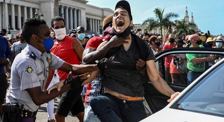 Protestos contra o governo de Miguel Díaz-Canel terminaram presos, mortos e feridos