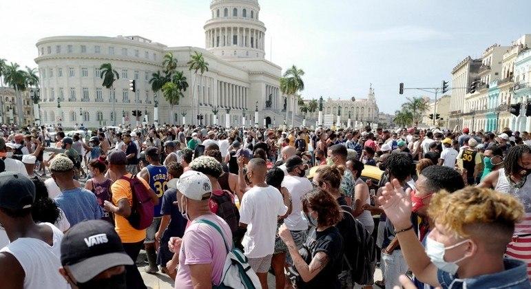 População cubana organiza novas manifestações pelas ruas de Havana