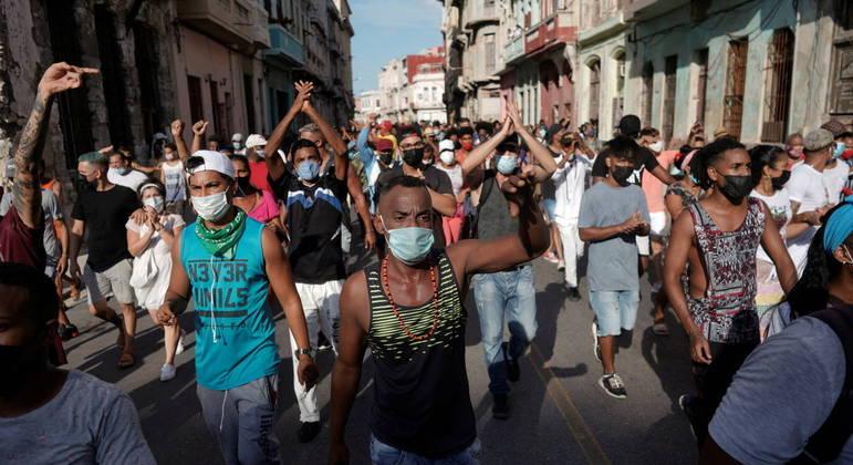 Cubanos foram às ruas protestar contra o governo local