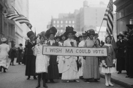 Mulheres protestavam pelo direito de votar nos EUA