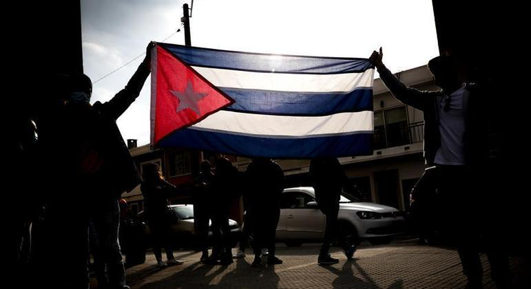 Cubanos em diversos países se mobilizaram para protestar contra o governo da país