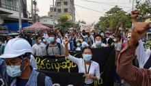 População de Mianmar desafia junta militar com aplausos
