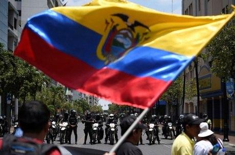 Grupos indígenas realizaram grande passeata em Quito