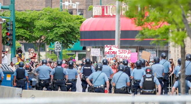 Protesto em Minneapolis, dois dias após George Floyd ser morto por policiais na cidade