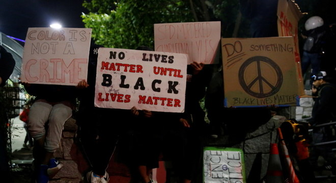 Cartazes em protestos raciais