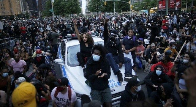 Manifestantes se reuniram diante de hotel de Trump em Nova York