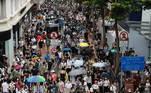 Manifestantes reúnem-se nas ruas no primeiro dia de vigência da nova Lei de Segurança Nacional de Hong Kong