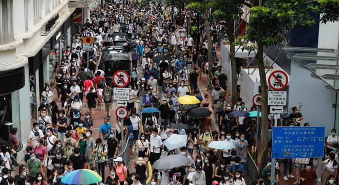 Manifestantes reúnem-se nas ruas de Hong Kong contra a nova Lei de Segurança