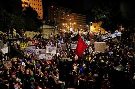Israelenses protestaram diante da casa de Netanyahu