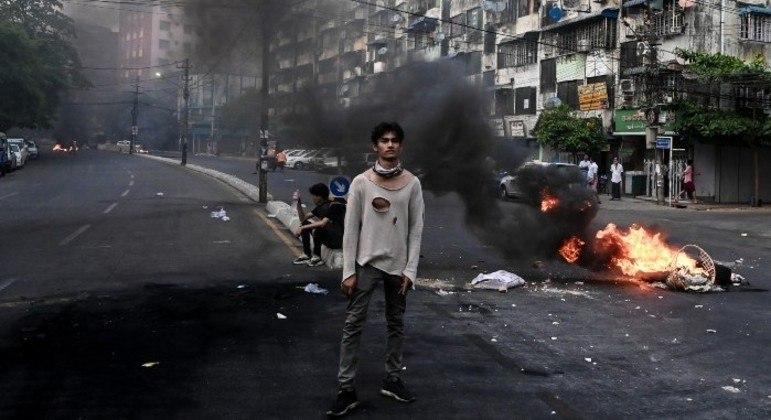 Generais do país seguem com repressão brutal contra manifestantes