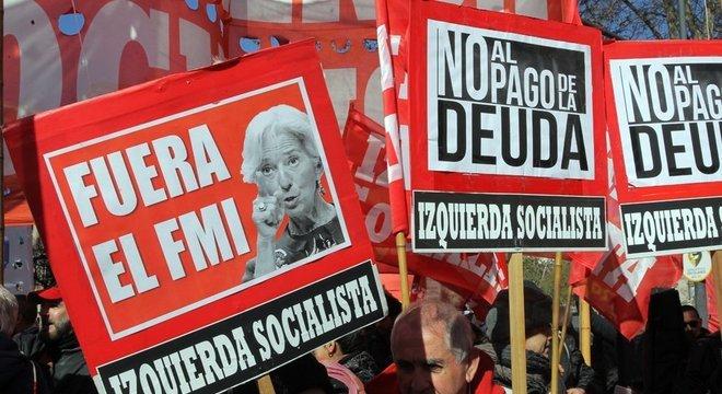 Poucas coisas aguçam tanto os ânimos na política local do que recorrer ao FMI, como fez Macri