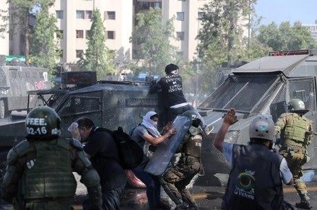 Chile vive onda violenta de protestos