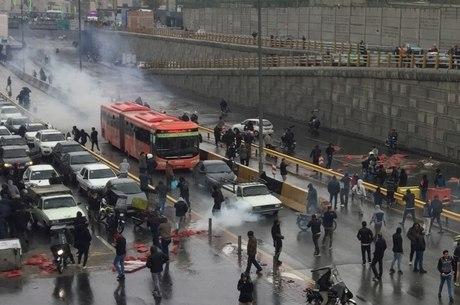 Irã vive semanas de protestos liderados por jovens