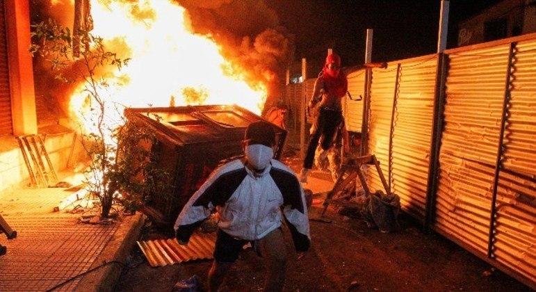Paraguaios protestaram na sexta-feira (5) contra a condução da pandemia