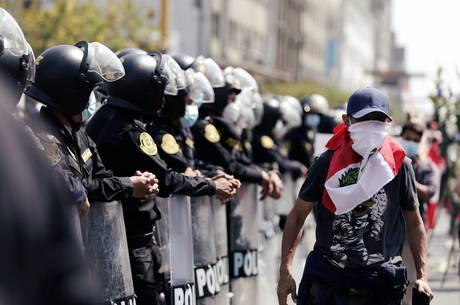 Peru anuncia reforma da polícia