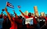 Milhares de manifestantes se reúnem em Havana em ato de apoio ao governo cubano, com a presença do ex-presidente Raúl Castro e do atual presidente Miguel Díaz-Canel. O encontro ocorre uma semana depois que os cubanos saíram às ruas para protestar contra a carência de alimentos e a falta de vacinas contra a covid-19