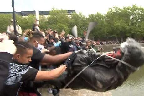 Estátuas racistas se tornaram alvo de manifestantes