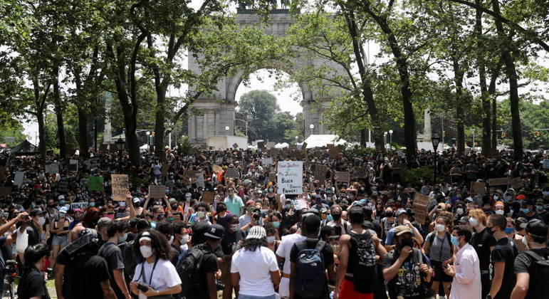 Manifestantes em Nova York, em 2020, durante o movimento Black Lives Matter