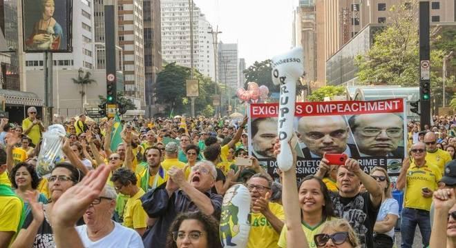 Manifestantes se reúnem nas proximidades do Masp e da Fiesp, em São Paulo