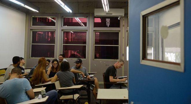 Programa do MEC oferece mais de 250 mil bolsas de estudo