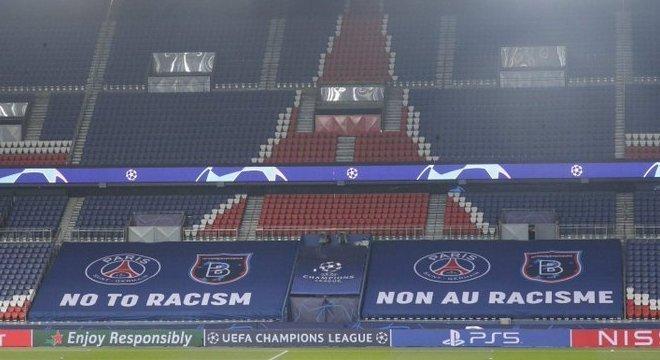"""No Parc-des-Princes, """"Não ao Racismo"""""""