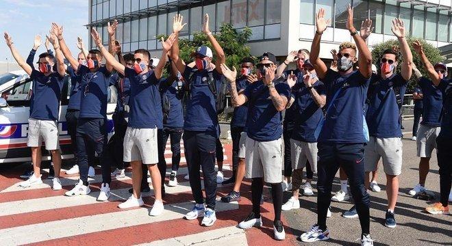 O PSG, na chegada a Lisboa