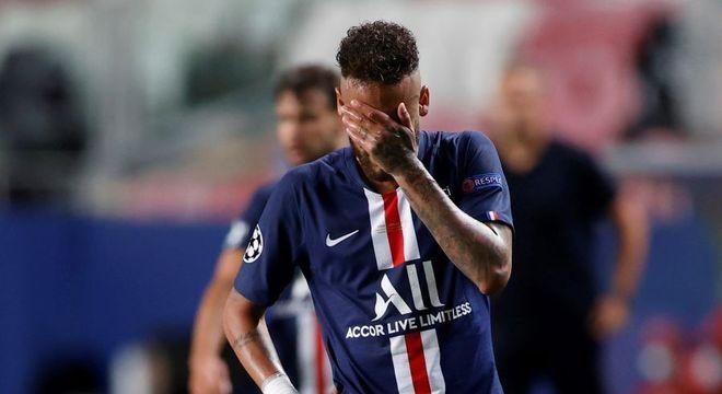 Neymar perdeu um gol. E depois sumiu do jogo. Enorme decepção na final. E chorou