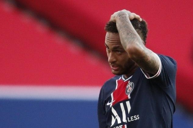 Na derrota de 1 a 0 do PSG para o Lille, neste sábado (3), quem roubou a cena foi Neymar. No entanto, não foi pelos dribles e jogadas incríveis, mas sim por, mais uma vez, protagonizar um chilique em campo, sendo expulso já nos minutos finais pelo segundo cartão amarelo