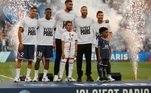O craque esteve ao lado de outros quatro reforços apresentados pelo clube parisiense:o goleiro italiano Donnarumma, o zagueiro espanhol Sergio Ramos, o lateral marroquino Achraf Hakimi e o meio-campista holandês Georginio Wijnaldum
