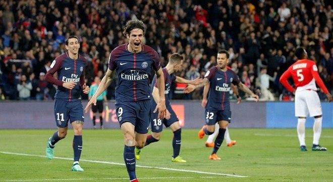 Artilheiro do Francês, Cavani deixou sua marca na goleada do PSG contra o Monaco