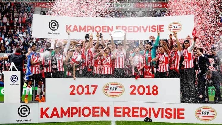 PSV (7 títulos) -  O PSV ganhou 3 vezes o Campeonato Holandês, 3 vezes a Supercopa da Holanda e 1 vez a Copa da Holanda.