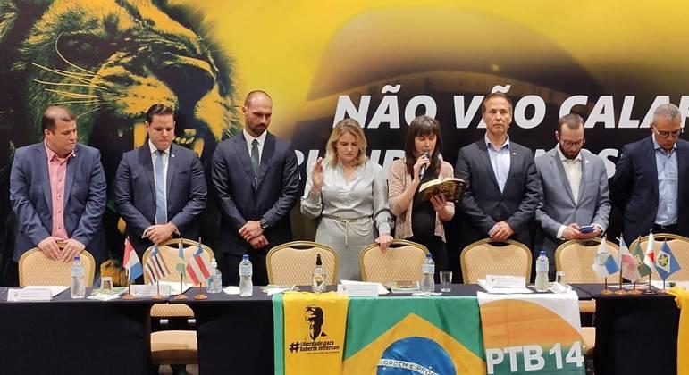 Filho do presidente, deputado Eduardo Bolsonaro também esteve no evento
