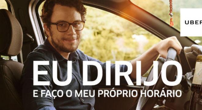 Publicidade da Uber em 2017, anunciando vantagens do trabalho por app