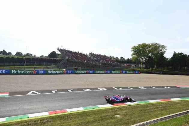 Público acompanha Lance Stroll nos treinos para o GP da Toscana. É a primeira prova de 2020 com portões abertos