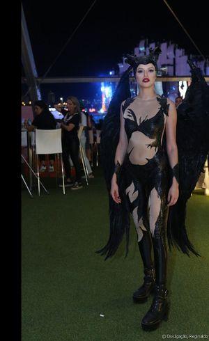 Agatha Moreira surpreendeu ao aparecer fantasiada de Malévola em camarote do Rock in Rio
