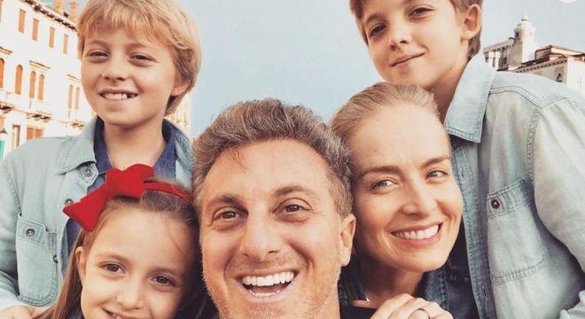 Luciano Huck e Angélica em família