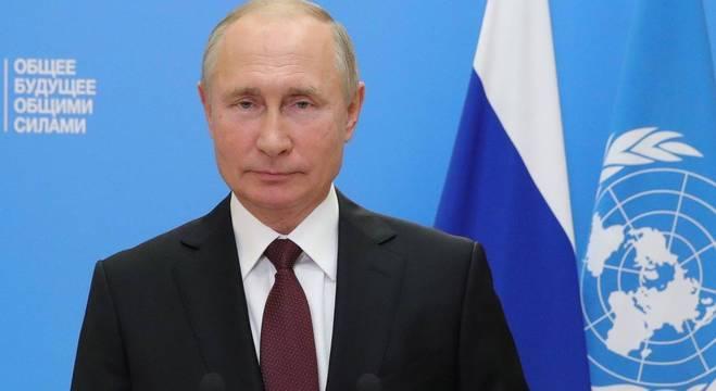 """""""""""Estamos simplesmente esperando que o confronto político termine"""", disse Putin"""