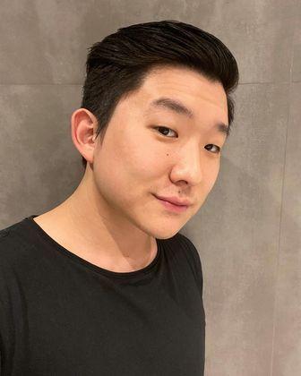 Pyong LeeO artista está indo para o segundo reality. Lee participou da 20ª temporada do Big Brother Brasil, sendo eliminado na oitava semana da competição