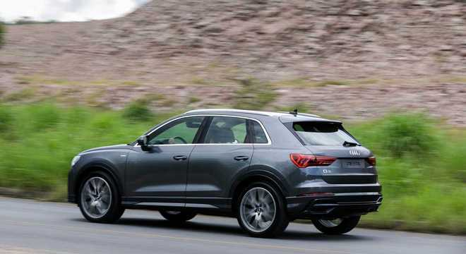 No visual o carro ganha novo para-choque dianteiro e traseiro com entradas de ar maiores e novo spoiler lateral inferior.