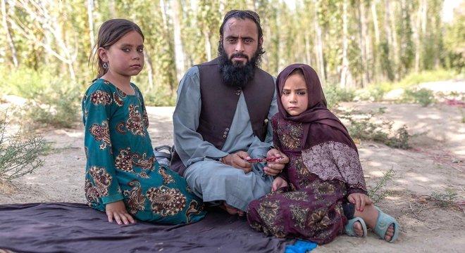 Qari Sayed Muhammed com suas filhas