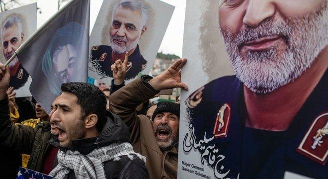 """Depois que Estados Unidos mataram o general Qasem Soleimani, Irã prometeu """"vingança severa"""""""